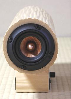 【特徴2】8mmフルレンジスピーカー搭載の本格派